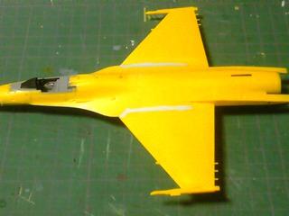 F-2A 主翼の隙間にパテ埋め